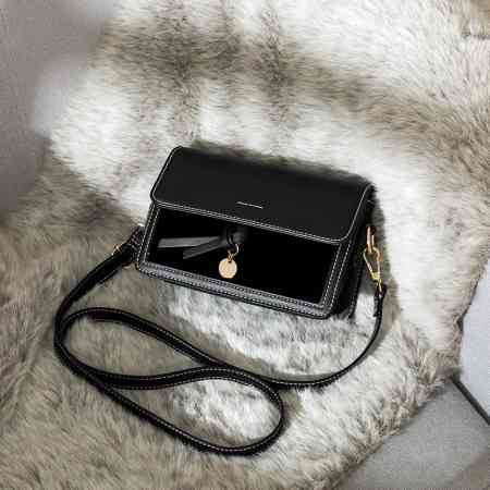 Autumn and winter on the new small bag female bag 2018 new wave Korean version of the wild single shoulder Messenger bag fashion simple small square